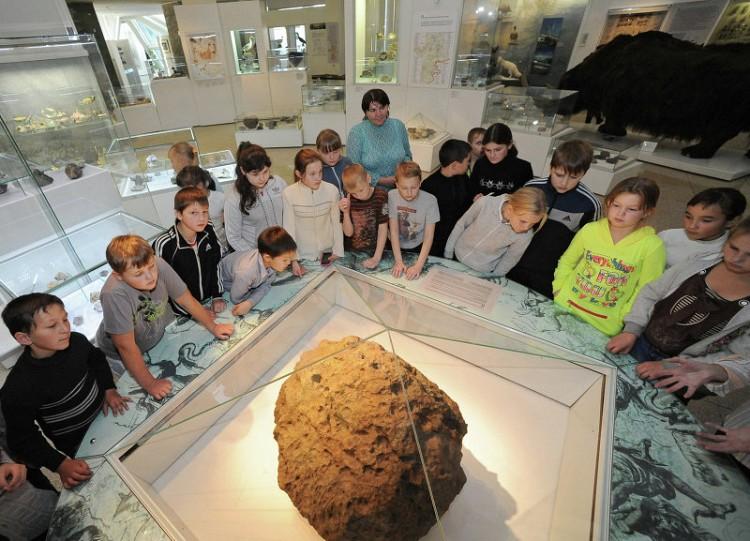 """Проведено 3D-сканирование крупнейшего фрагмента метеорита """"Челябинск"""""""