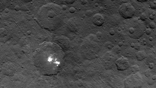 Астрономы увидели яркие пятна на поверхности планеты Церера