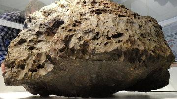 """Ученые не знают, почему фрагменты метеорита """"Челябинск"""" разного цвета"""