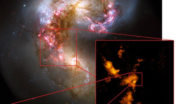 """Телескоп ALMA нашел космическое """"яйцо динозавра"""" в созвездии Ворона"""