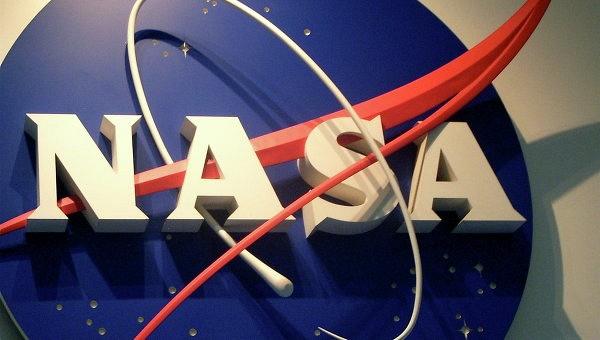 """Хаббл обнаружил """"абсолютный хаос"""" в движении спутников Плутона"""