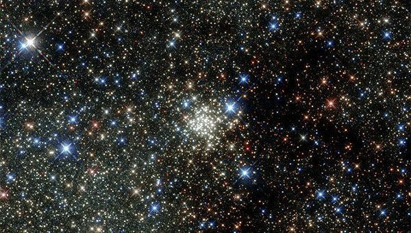 Получено новое детальное изображение звездного скопления Арки